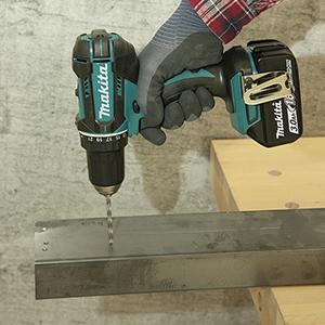 Taladro atornillador18V 3,0Ah + kit accesorios 74 piezas